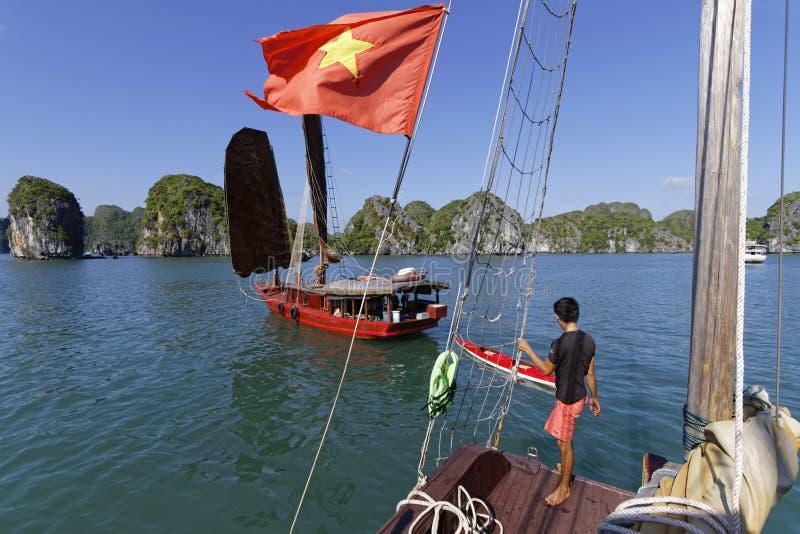 Navegación en bahía larga de la ha foto de archivo libre de regalías