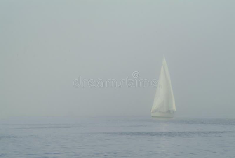 Navegación en niebla foto de archivo