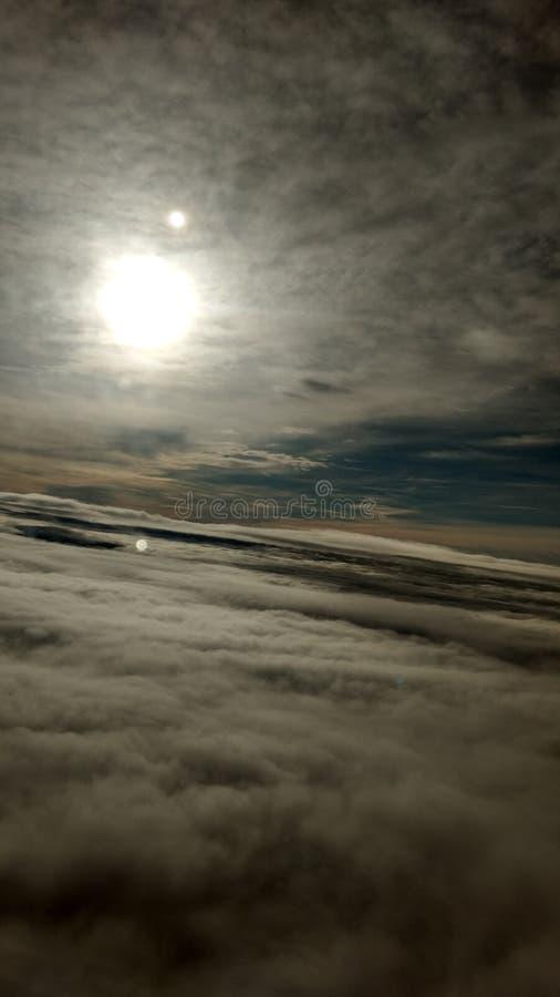 Navegación entre las nubes foto de archivo libre de regalías