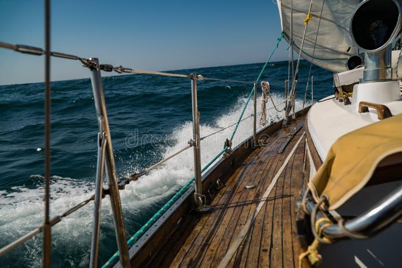 navegación yachting Forma de vida de lujo Y peligroso fotografía de archivo libre de regalías