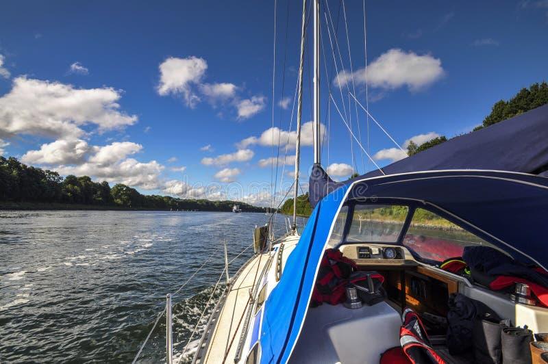 Navegando Kiel Canal foto de stock