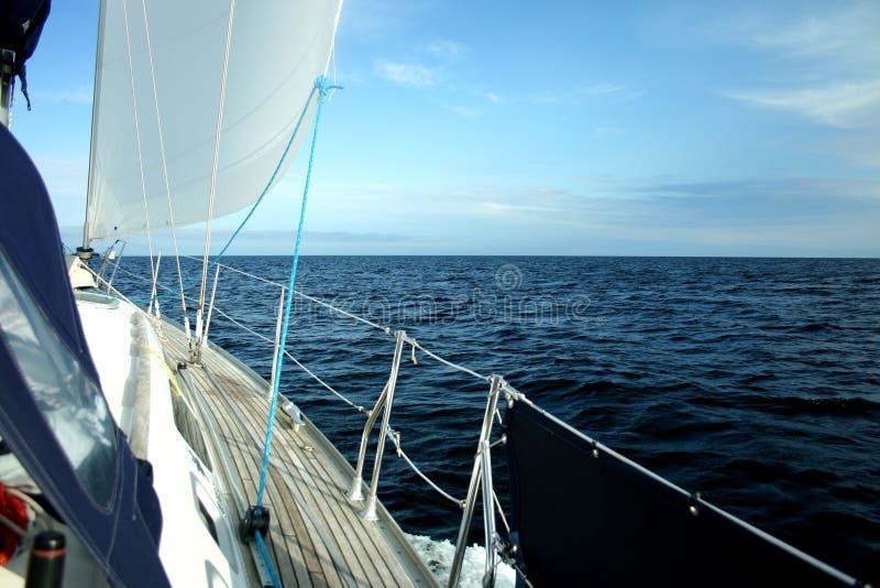 Navegando os mares imagens de stock royalty free