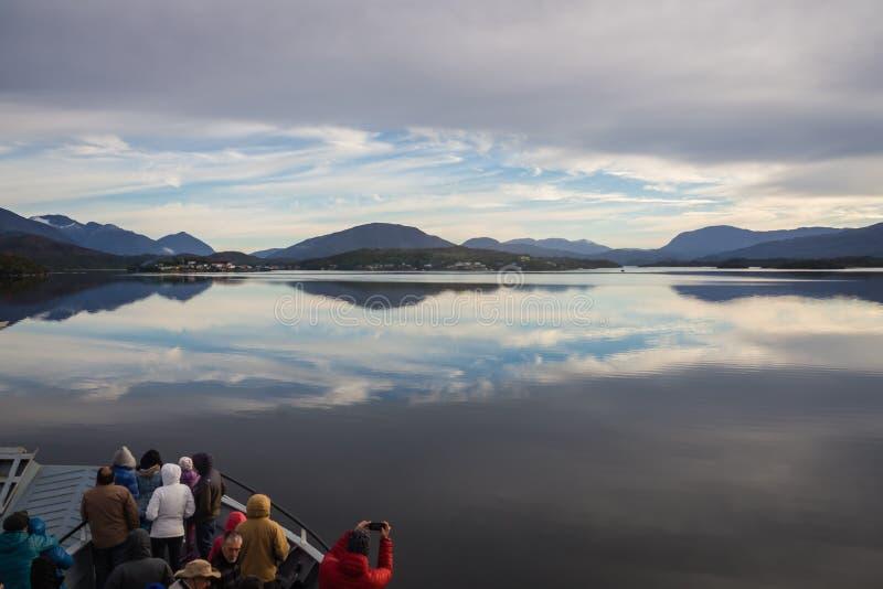 Navegando a Puerto Eden, Patagonia no Chile Fiords imagens de stock