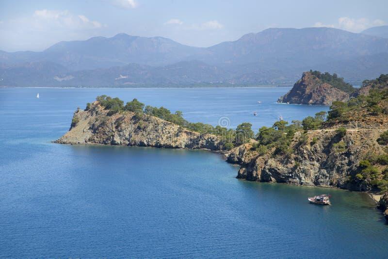 Navegue en una bahía de la vista panorámica cerca de Fethiye imágenes de archivo libres de regalías