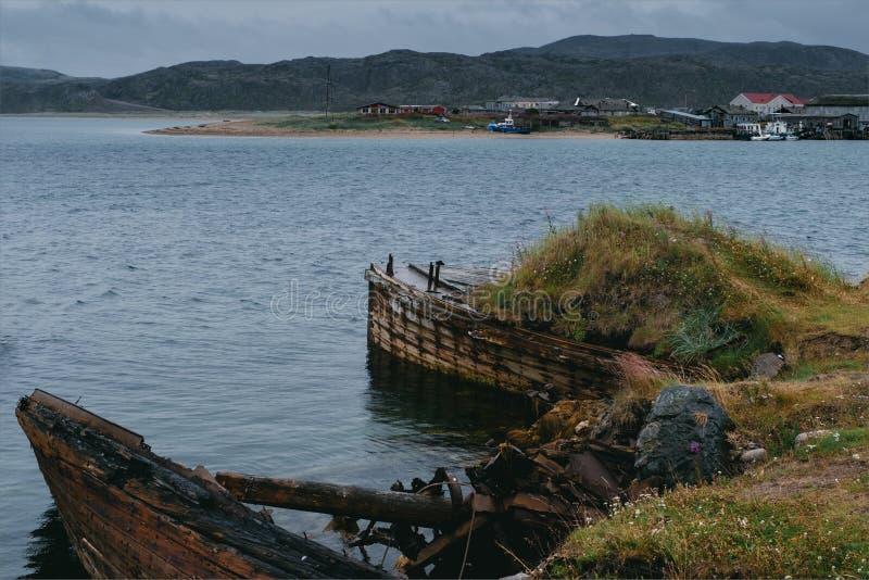 Naves abandonadas cerca de Teriberka Rusia imágenes de archivo libres de regalías