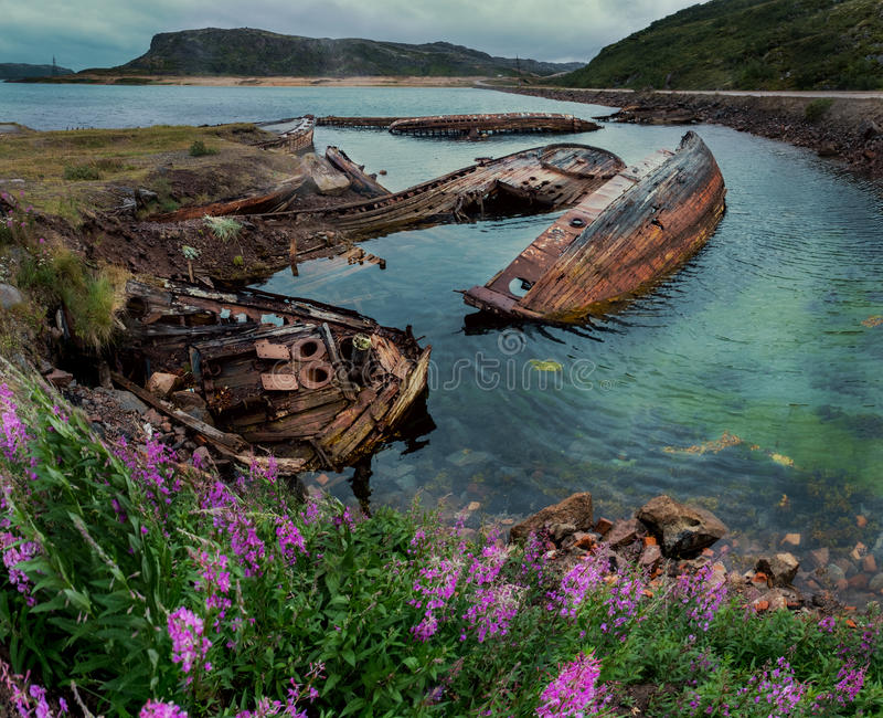Naves abandonadas cerca de Teriberka Rusia fotografía de archivo