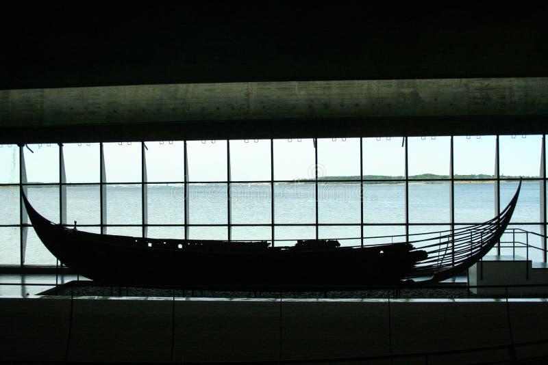 Naves de Viking en el fjiord de Roskilde foto de archivo