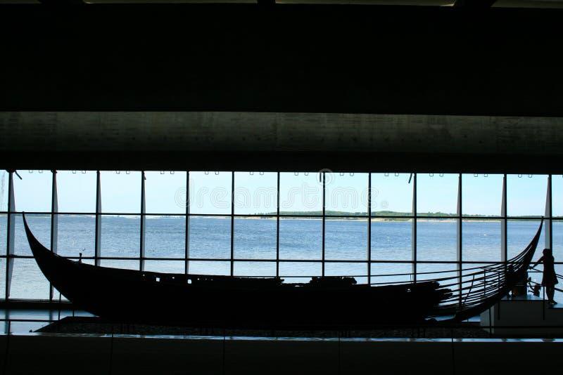 Naves de Viking en el fjiord de Roskilde fotografía de archivo libre de regalías