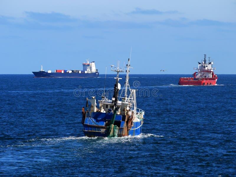 Naves en el mar imagen de archivo libre de regalías