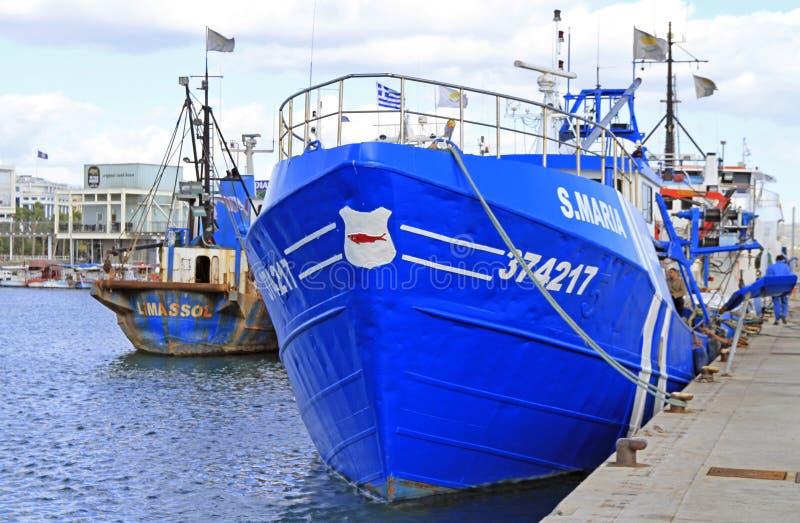 Naves en el puerto viejo de Limassol foto de archivo