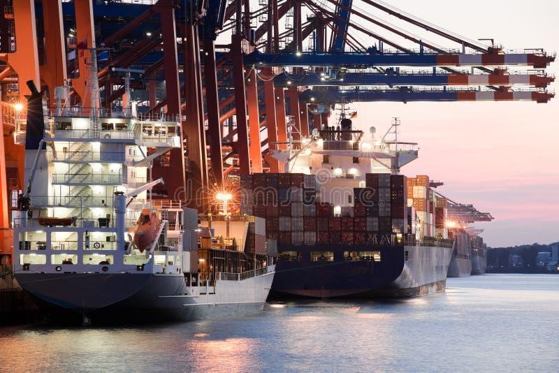Naves en puerto fotografía de archivo