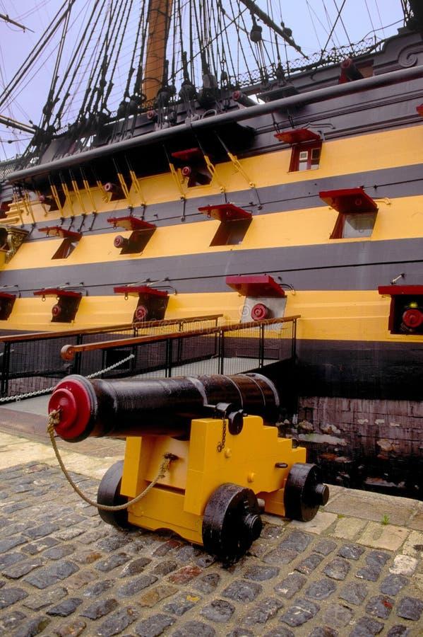 Naves históricas MU de Portsmouth del buque insignia de los nelsons de la victoria del hms del cañón foto de archivo