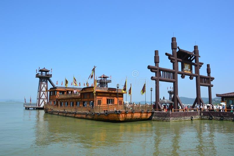 Naves y barcos y paisaje a lo largo del río de China Wuxi foto de archivo libre de regalías