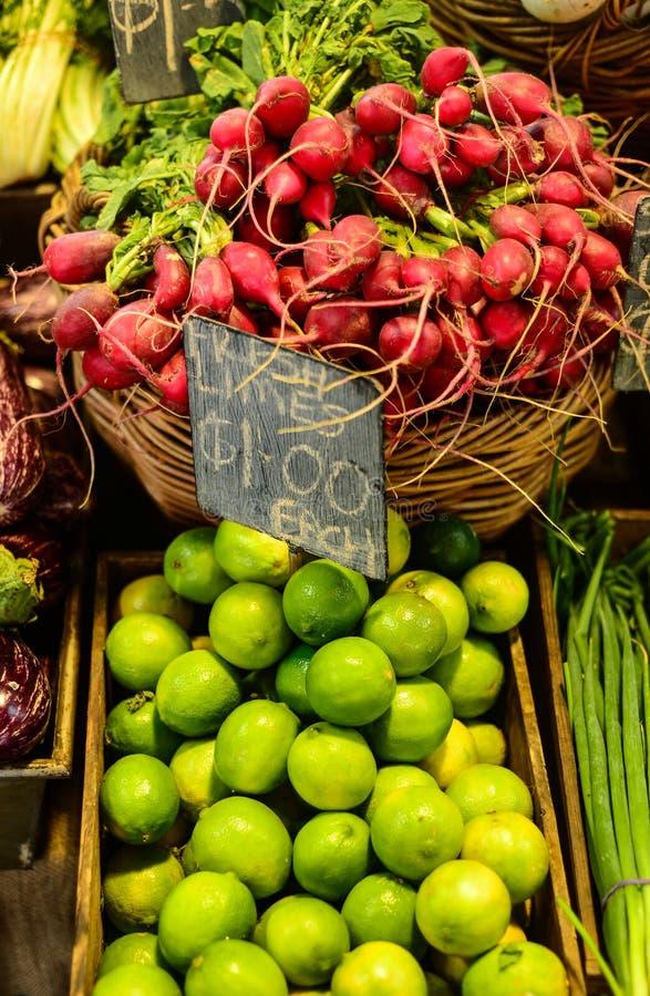 Navets et citrons verts photo stock