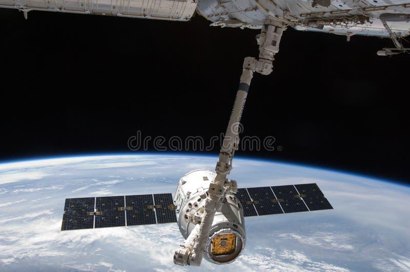 Navette spatiale de découverte sur la Station Spatiale Internationale photos stock