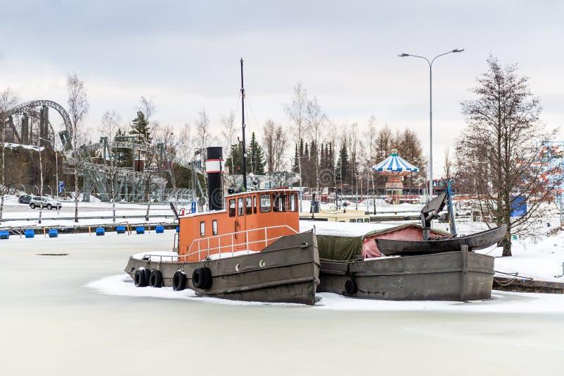 Navi congelate nel fiume Helsinki, Finlandia immagine stock libera da diritti