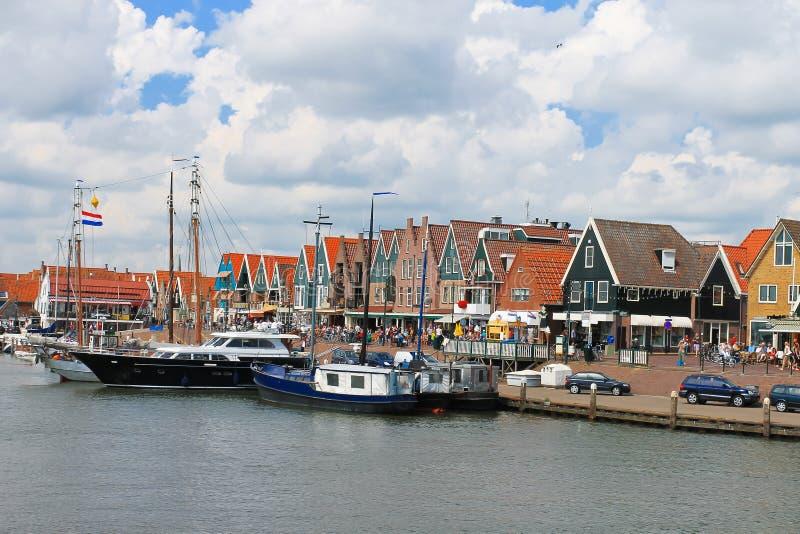 Navi nella porta di Volendam. fotografia stock libera da diritti