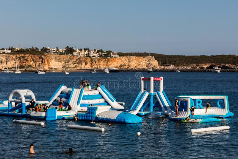 Download Navibordo Wodni Sporty W Portimao Zdjęcie Editorial - Obraz złożonej z ludzie, ocean: 106919521