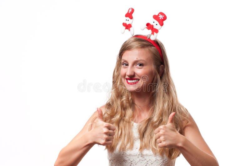 Navidad Mujer hermosa feliz que muestra el pulgar para arriba foto de archivo libre de regalías