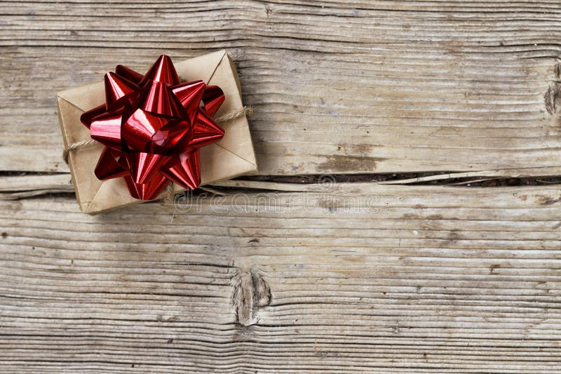 Navidad otro día, el día de tarjeta del día de San Valentín, cumpleaños día de fiesta, regalo, caja, rojo, la Navidad, presente,  imagen de archivo