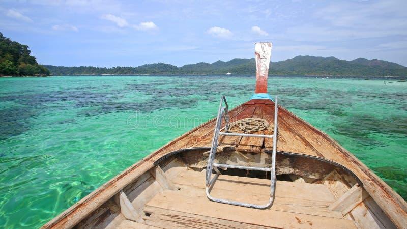 Download Navigação De Madeira Do Barco No Mar De Andaman De Cristal Foto de Stock - Imagem de oceano, coral: 29833964