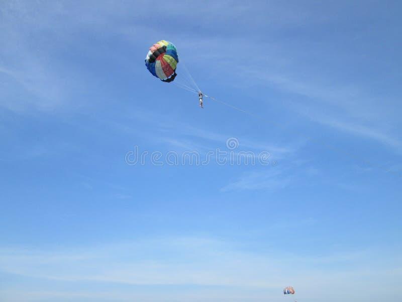 Navigação de Para na opinião do céu em Tailândia foto de stock