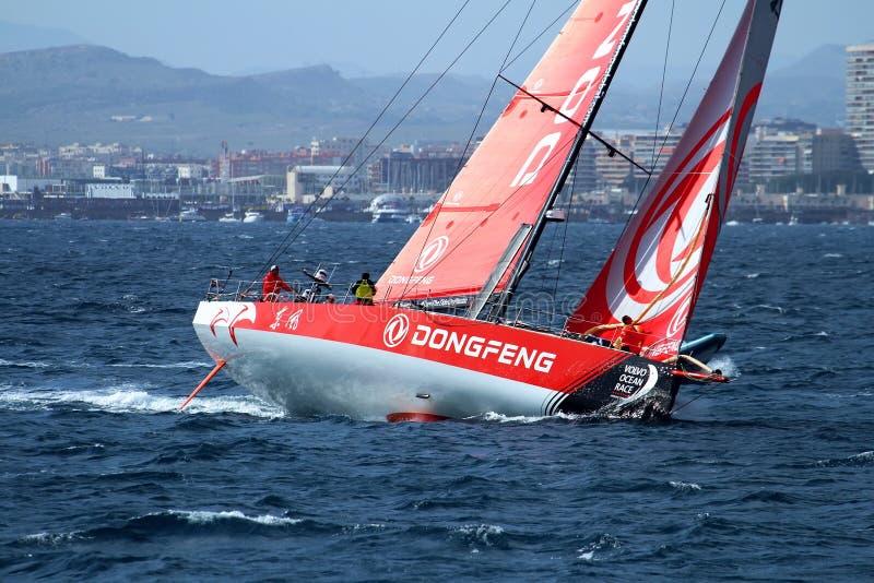 Navigação de Team Dongfeng após o pé 1 Alicante-Lisboa do começo imagem de stock