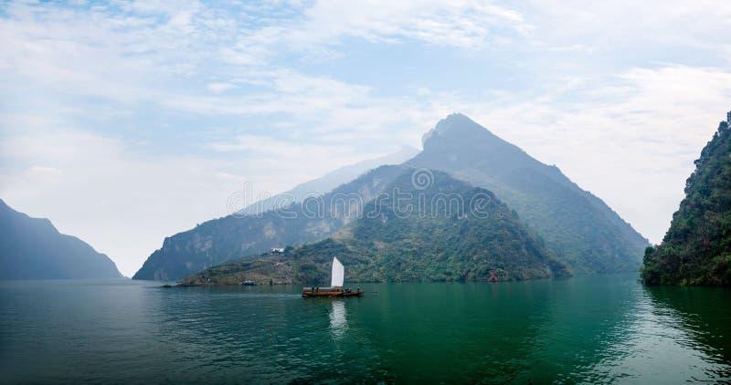Navigação de Zixi da corrente da boca do desfiladeiro de Hubei Badong o Rio Yangtzé Wu fotografia de stock