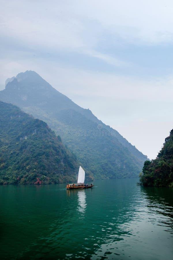 Navigação de Zixi da corrente da boca do desfiladeiro de Hubei Badong o Rio Yangtzé Wu fotos de stock