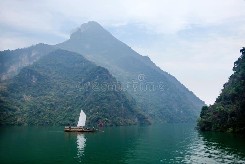 Navigação de Zixi da corrente da boca do desfiladeiro de Hubei Badong o Rio Yangtzé Wu imagem de stock royalty free
