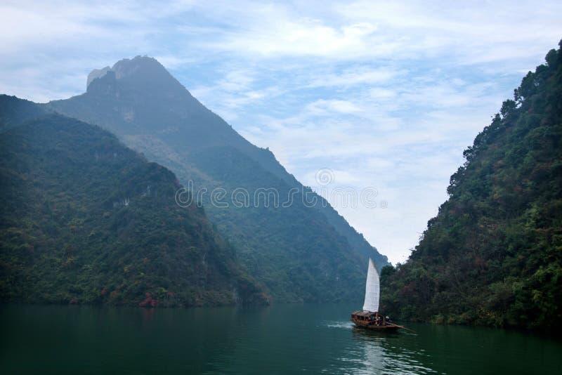 Navigação de Zixi da corrente da boca do desfiladeiro de Hubei Badong o Rio Yangtzé Wu foto de stock royalty free
