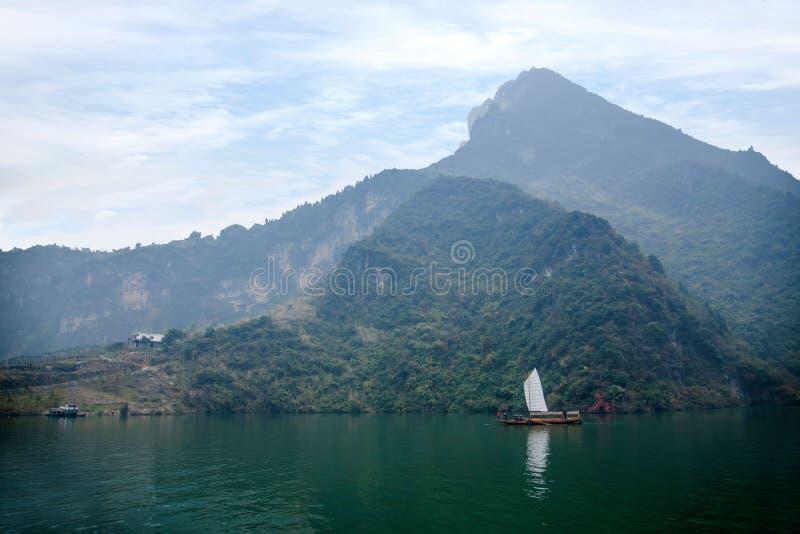 Navigação de Zixi da corrente da boca do desfiladeiro de Hubei Badong o Rio Yangtzé Wu fotografia de stock royalty free