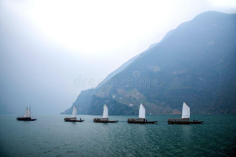 Navigação de Zixi da corrente da boca do desfiladeiro de Hubei Badong o Rio Yangtzé Wu imagens de stock