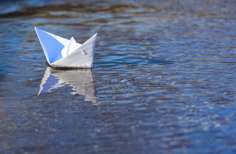 Navigação do barco do Livro Branco foto de stock royalty free