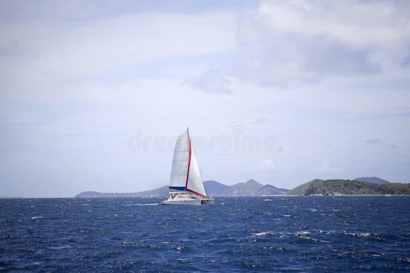 Navigação do catamarã imagem de stock royalty free