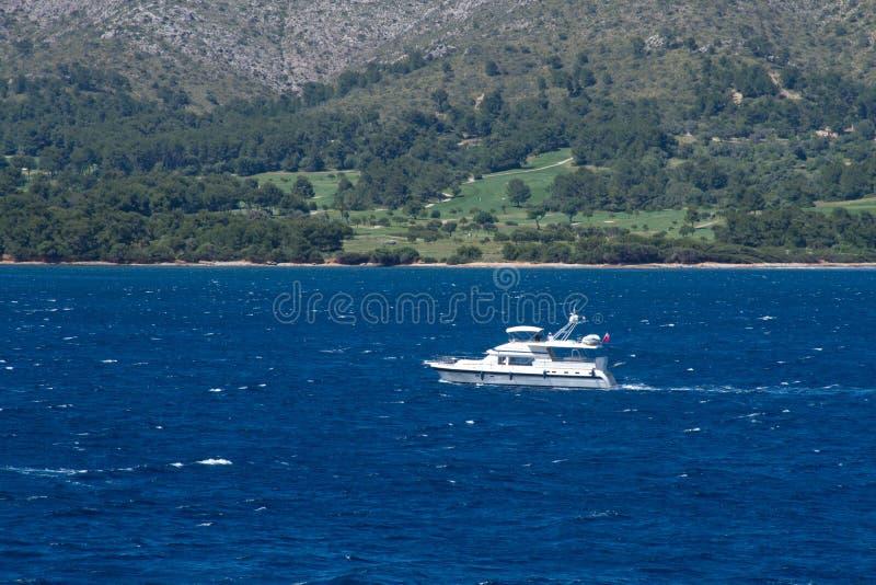 Navigação do iate do barco imagens de stock royalty free