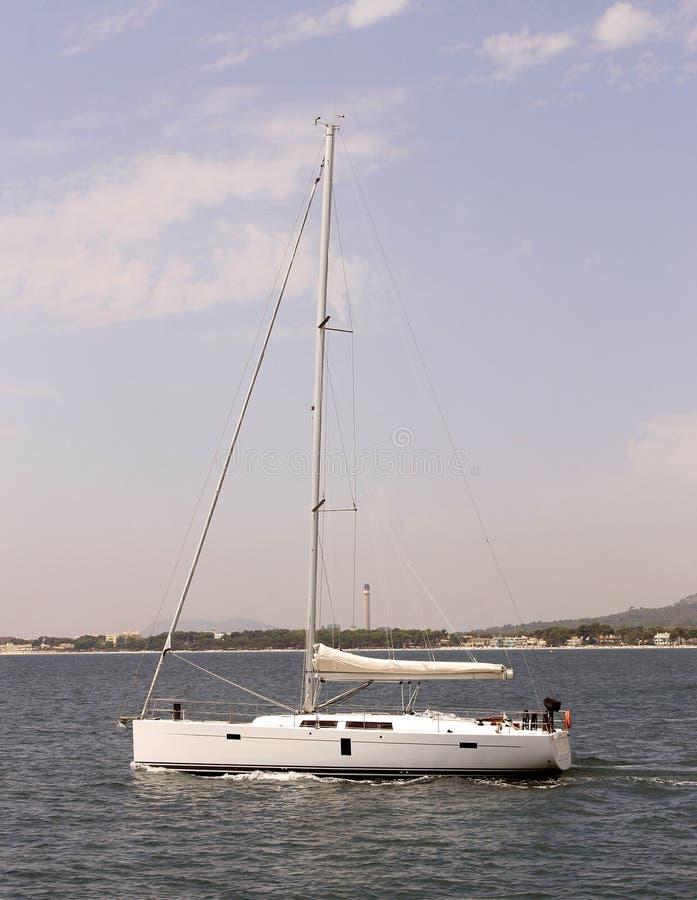 Navigação do iate no oceano fotos de stock