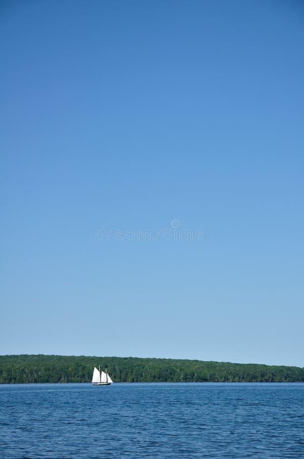 Navigação do Sailboat do Schooner imagem de stock