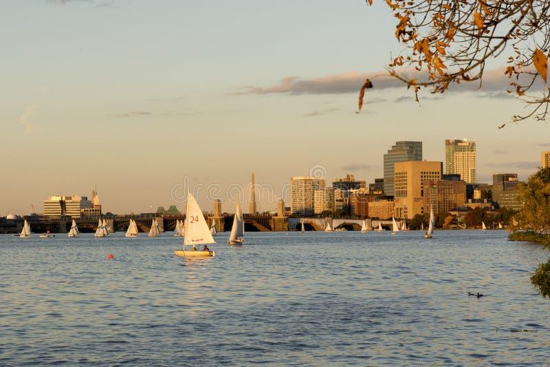 Navigação em Charles River Boston foto de stock