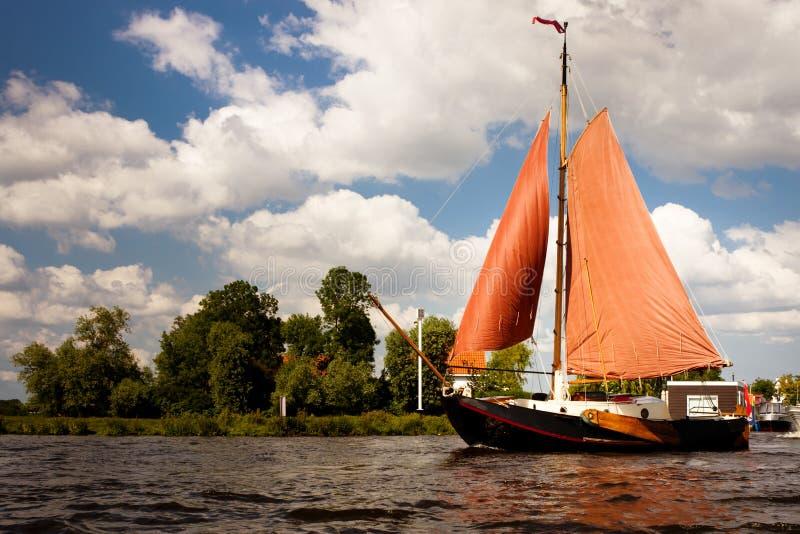 Navigação em um barco clássico fotos de stock royalty free