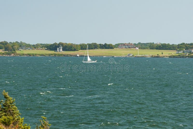 Navigação fora do forte Weatherill no dia de verão ventoso imagem de stock royalty free