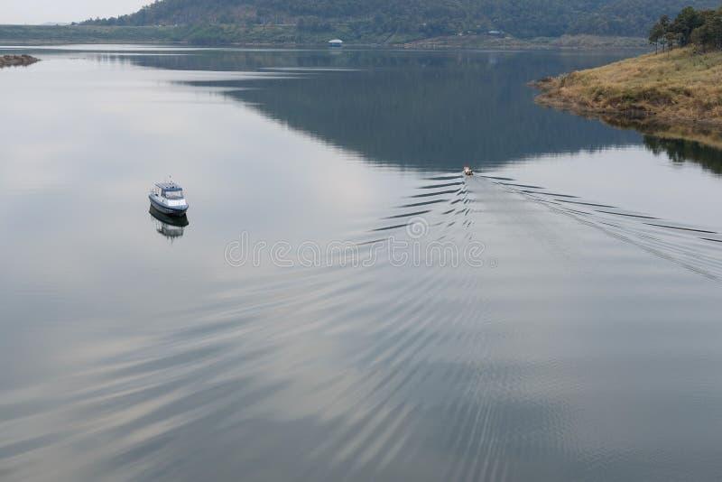 navigação local do pescador no veleiro fotos de stock royalty free
