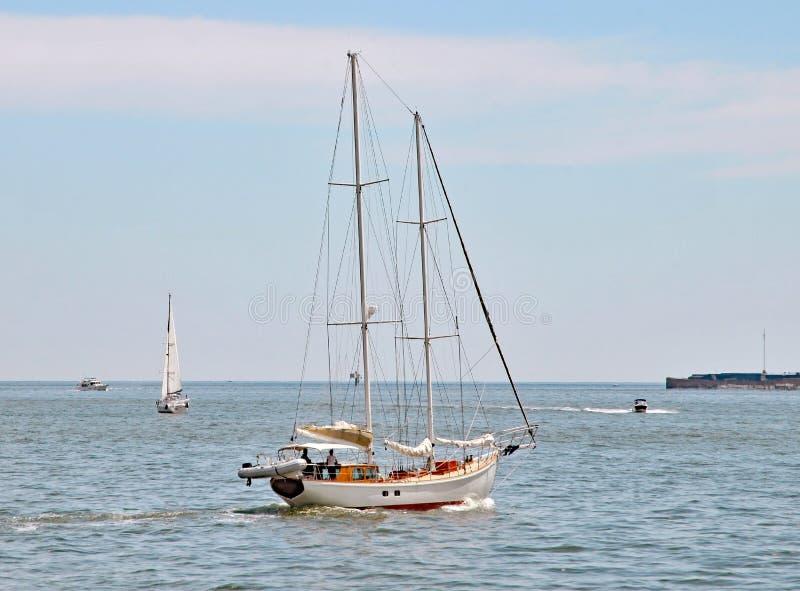 Navigando in Charleston Harbor fotografie stock libere da diritti