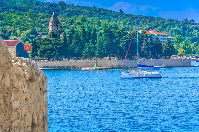 Navigando in Croazia, forza dell'isola fotografie stock