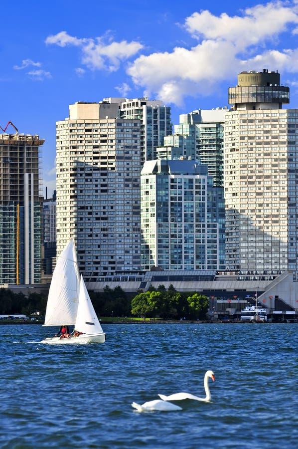 Navigando nel porto di Toronto fotografie stock