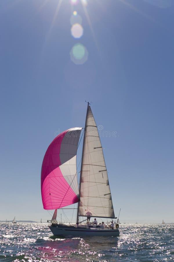 Navigando in sera Sun immagine stock