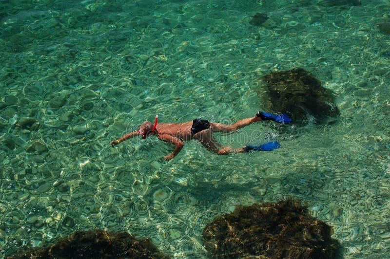 Navigando usando una presa d'aria nel Croatia fotografie stock
