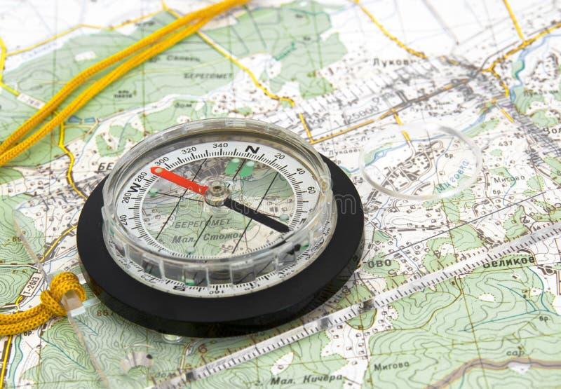 Navigatie Kompas op Topografische Kaart royalty-vrije stock foto's