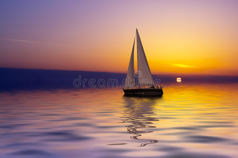 Navigation au coucher du soleil photographie stock libre de droits