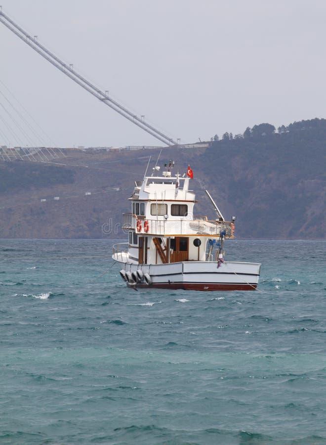 Navigation de ferry dans le détroit de bosphorus photo stock
